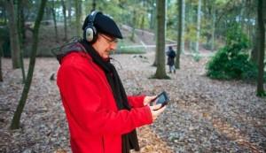 Curvices: een digitale applicatie en muziekcompositie, gebaseerd op tien gedichten uit bibliofiele dichtbundel Curvices and Musicles: virtuele poëzie- en klankinstallatie in Klankenbos, Neerpelt, België, voor op de mobiele telefoon. Rozalie Hirs (muziek, poëzie, stem), 2013. In opdracht van Klankenbos/ Musica, Neerpelt, België. Met financiële ondersteuning van een Stipendium Compositie 2012-13 van het Fonds Podiumkunsten.